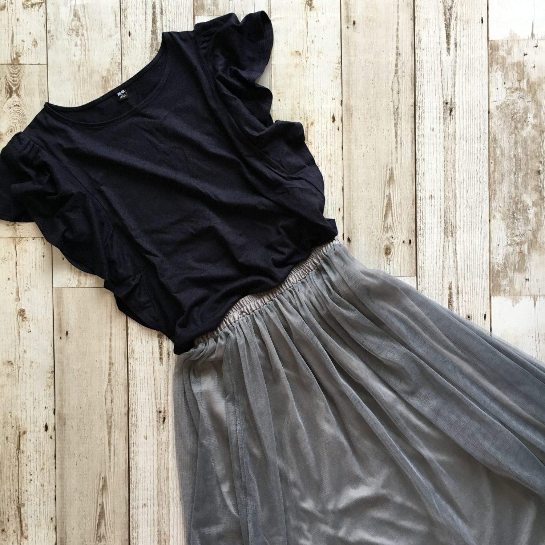 ユニクロ フリルスリーブTシャツ コーデ フリルブラウスTシャツ トップス ブログ