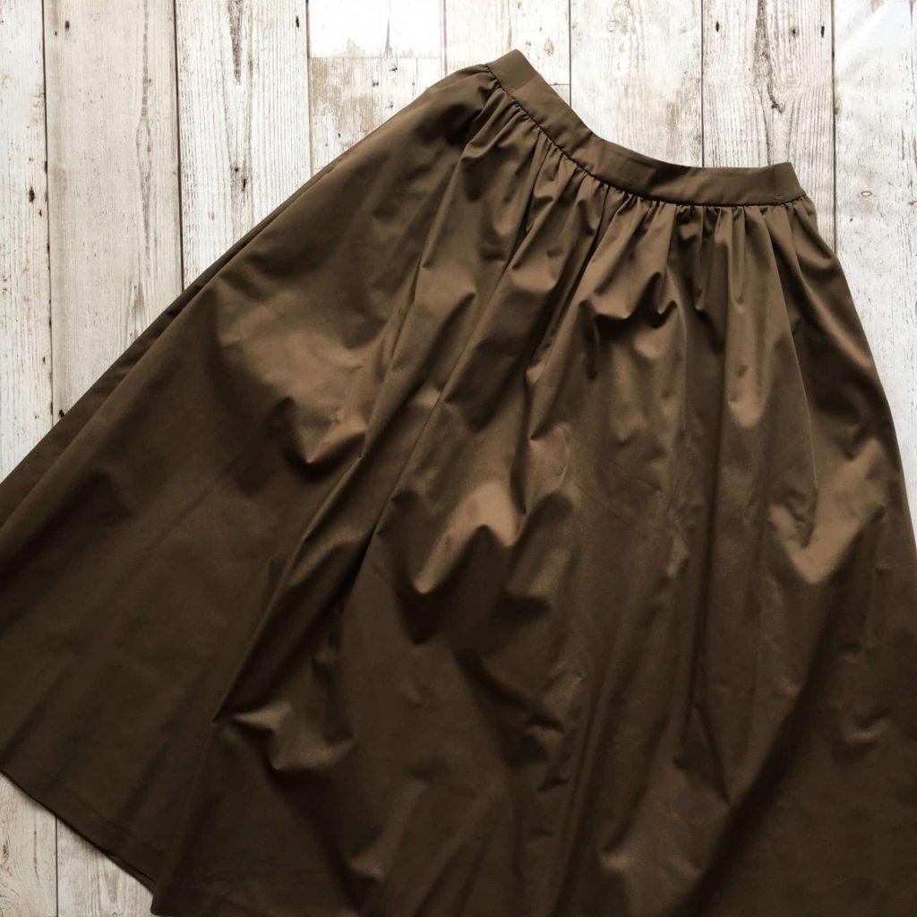 ユニクロ ハイウエストコットンボリュームスカート カラー ブラウン