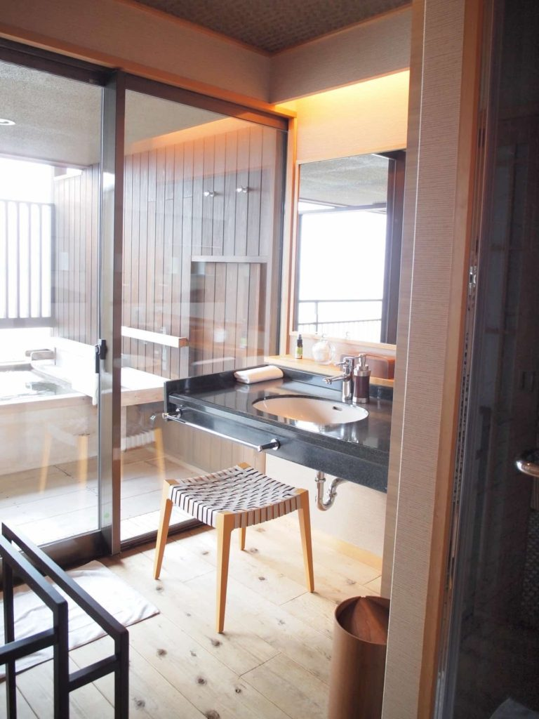 ホテルニューアワジ ヴィラ楽園 宙の庭 旅行記 宿泊レポ 部屋 洗面所