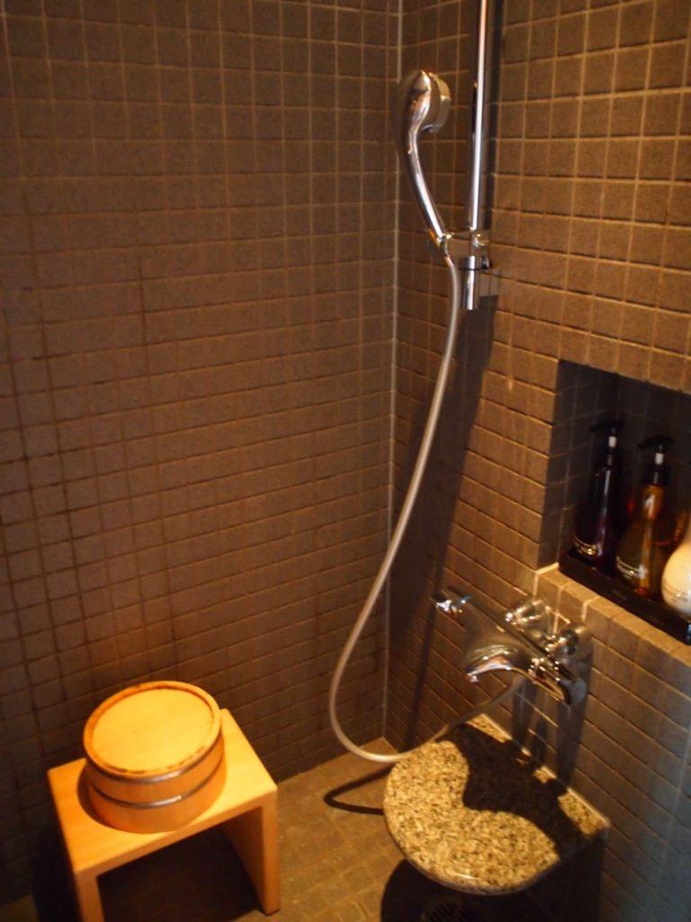 ホテルニューアワジ ヴィラ楽園 宙の庭 旅行記 宿泊レポ 部屋 お風呂 シャワーブース