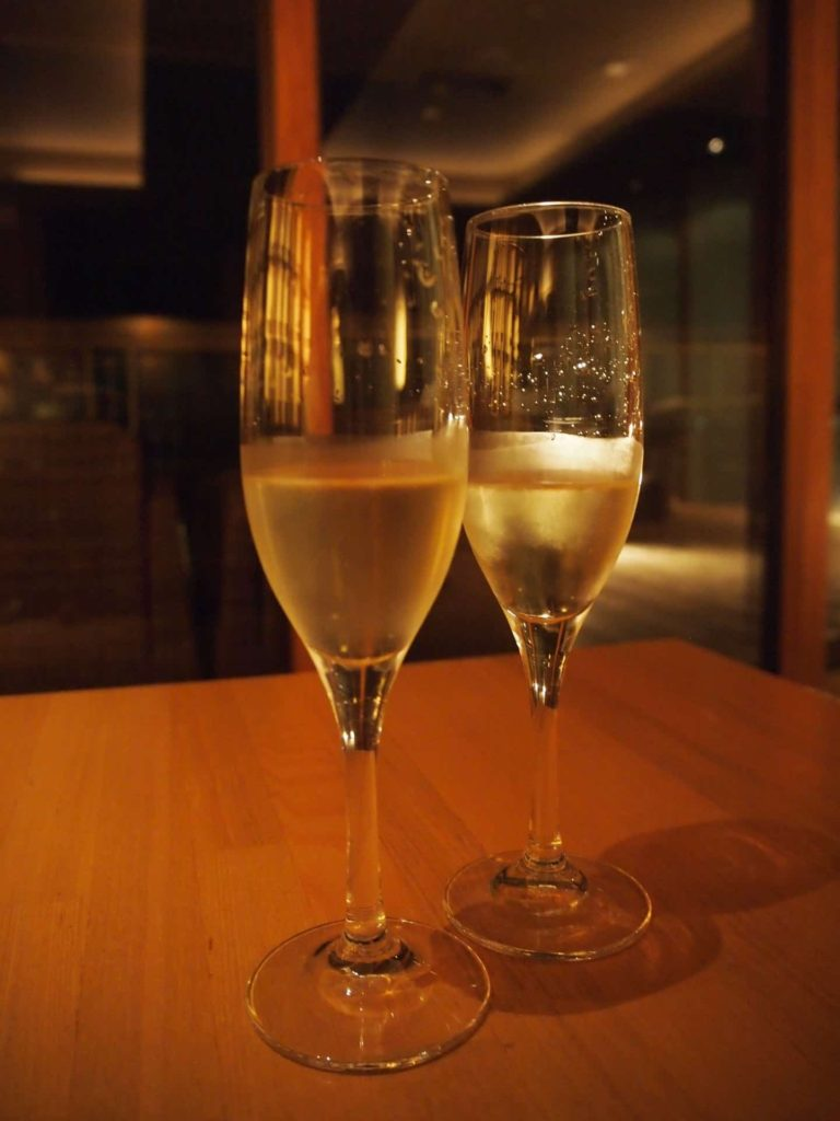 ホテルニューアワジ ヴィラ楽園 宙の庭 旅行記 宿泊レポ ラウンジ 天上の桟敷 スパークリングワイン