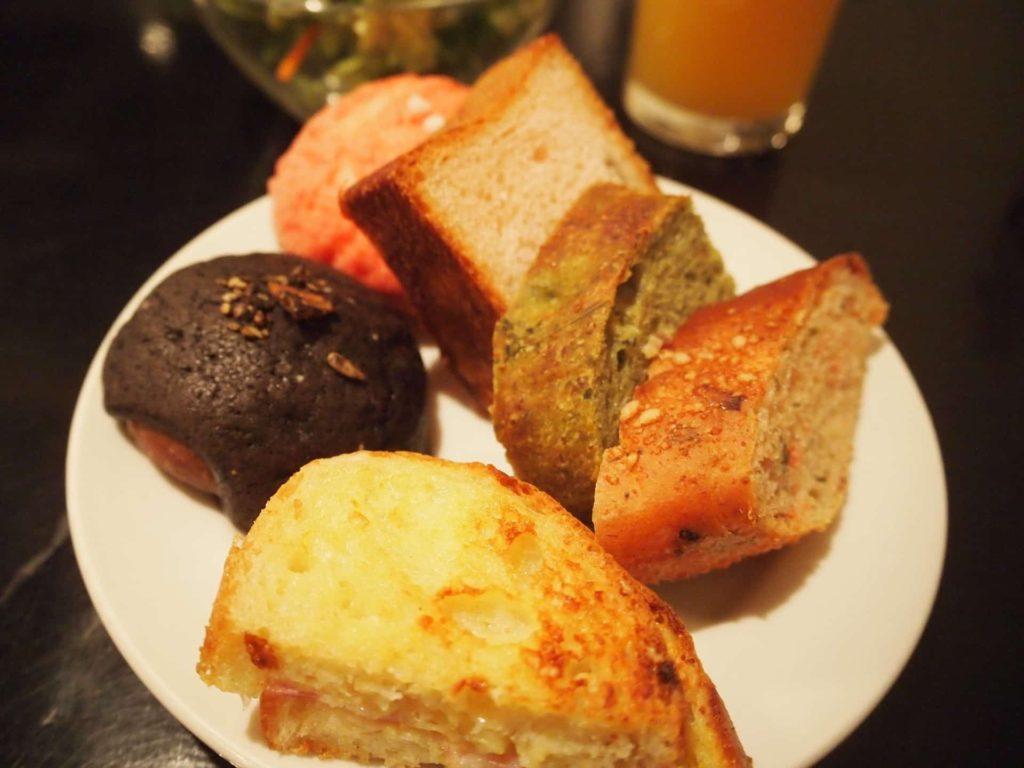 colors カラーズ ランチ 梅田 大阪 パン食べ放題 飲み放題 バイキング ビュッフェ